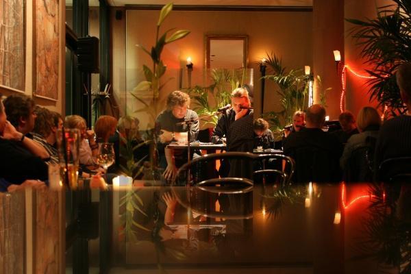 hellmuth opitz liest in schäfers cafe in der kunsthalle bielefeld